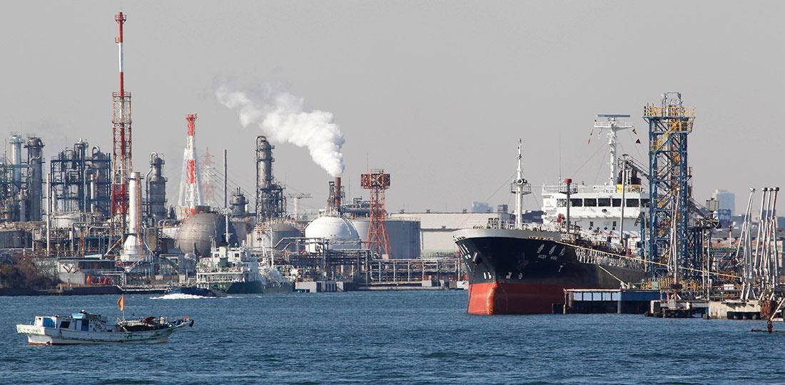 Oil tanker moored at an oil loading platform