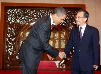 Obama and Chinese leader shaking hands